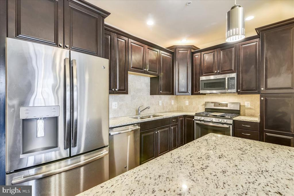 Check out the stainless steel refrigerator - 43137 WEALDSTONE TER, ASHBURN