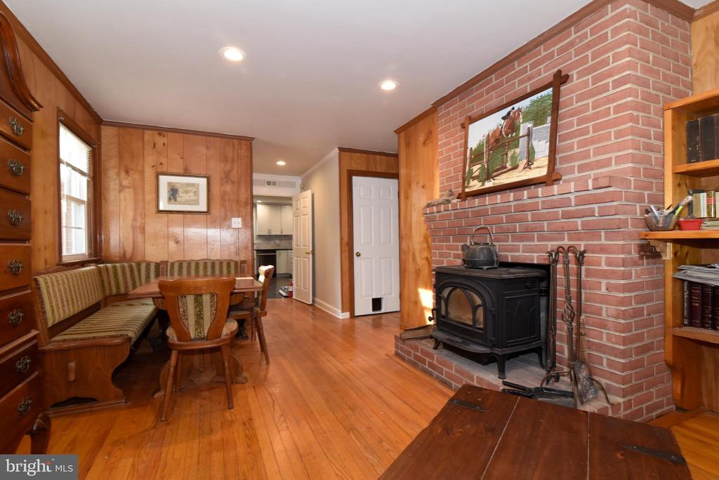 Cozy Family Room with Fireplace - 19876 RIDERS SUCCESS LANE LN, LEESBURG
