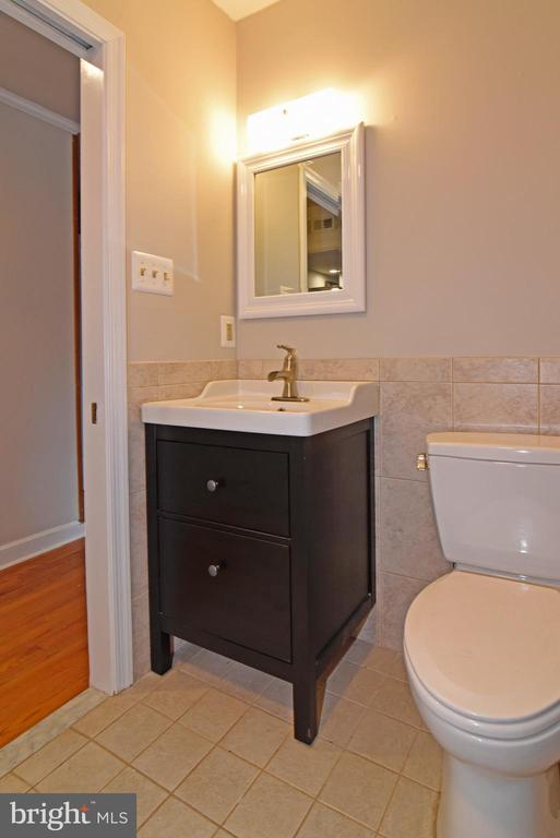 Main Level Bathroom - 19876 RIDERS SUCCESS LANE LN, LEESBURG