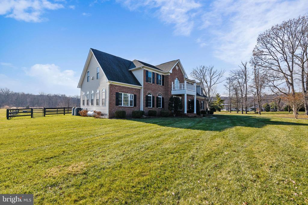 Exterior Side View - 37195 KOERNER LN, PURCELLVILLE