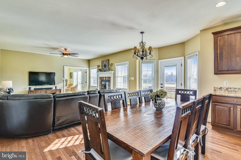 Eat In Kitchen With View Of Family Room - 37195 KOERNER LN, PURCELLVILLE