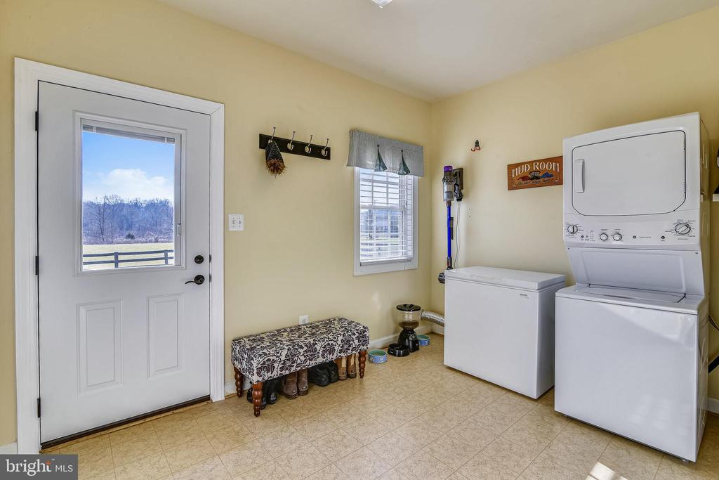 Mudroom off Kitchen and Garage - 37195 KOERNER LN, PURCELLVILLE