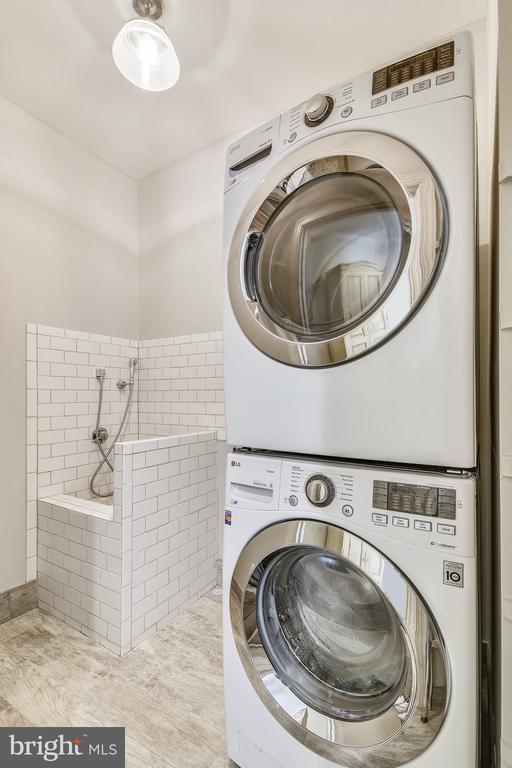 Upper Level Laundry - 20449 SWAN CREEK CT, POTOMAC FALLS