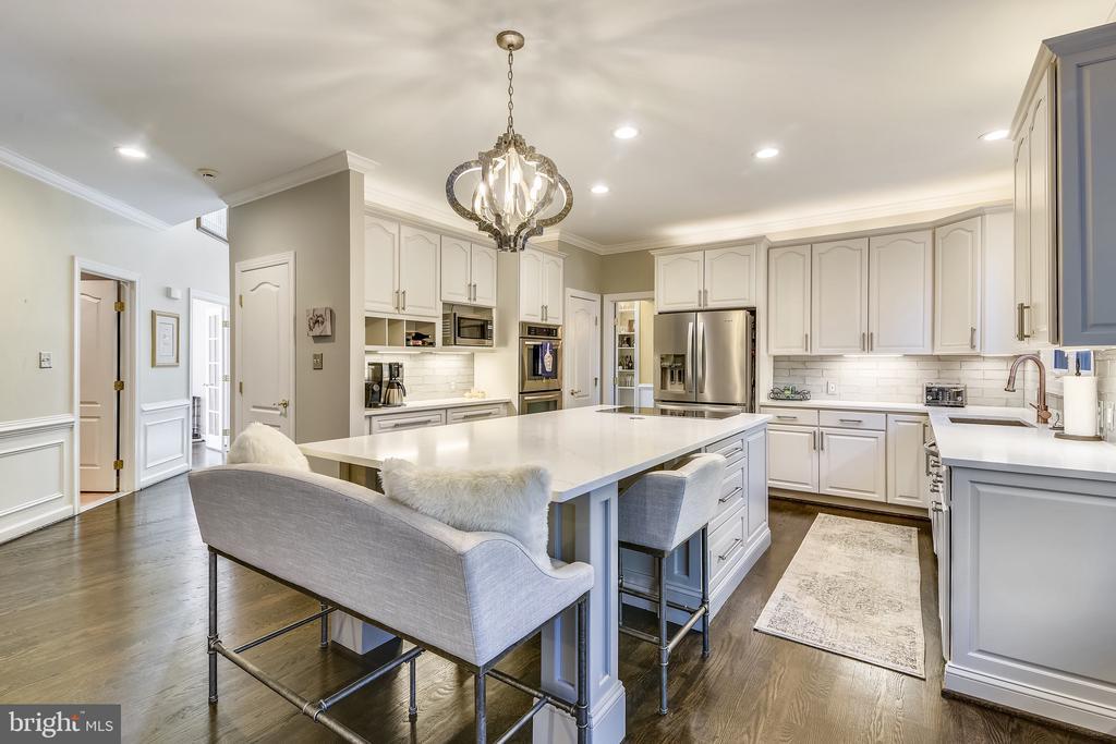 Beautifully renovated Kitchen (2019) - 20449 SWAN CREEK CT, POTOMAC FALLS