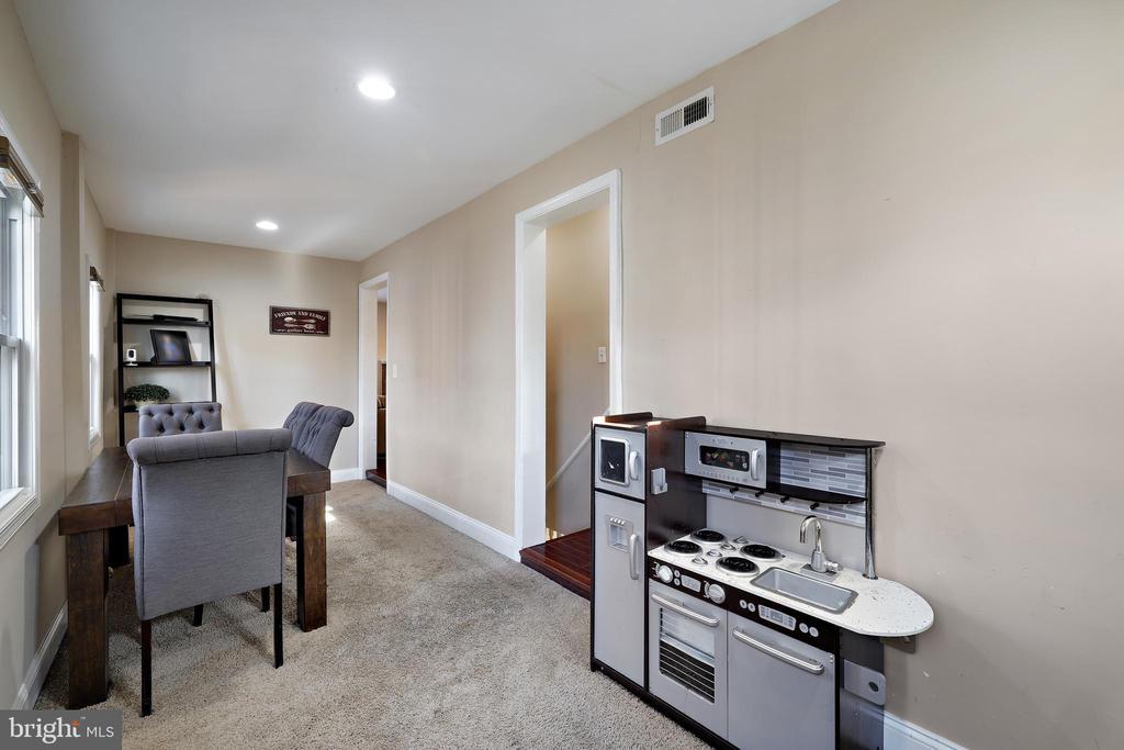 Dining Area - 4821 QUARLES ST NE, WASHINGTON