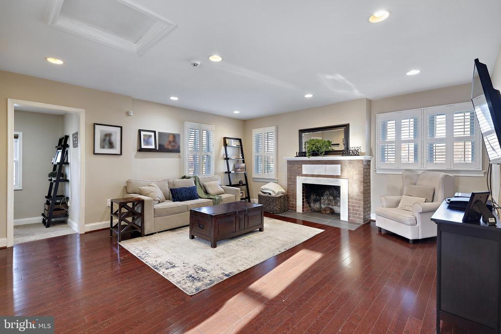 Living Area - 4821 QUARLES ST NE, WASHINGTON