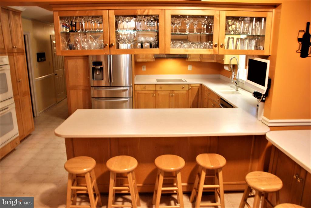 Wine glass storage in kitchen - 12138 HARPERS FERRY RD, PURCELLVILLE