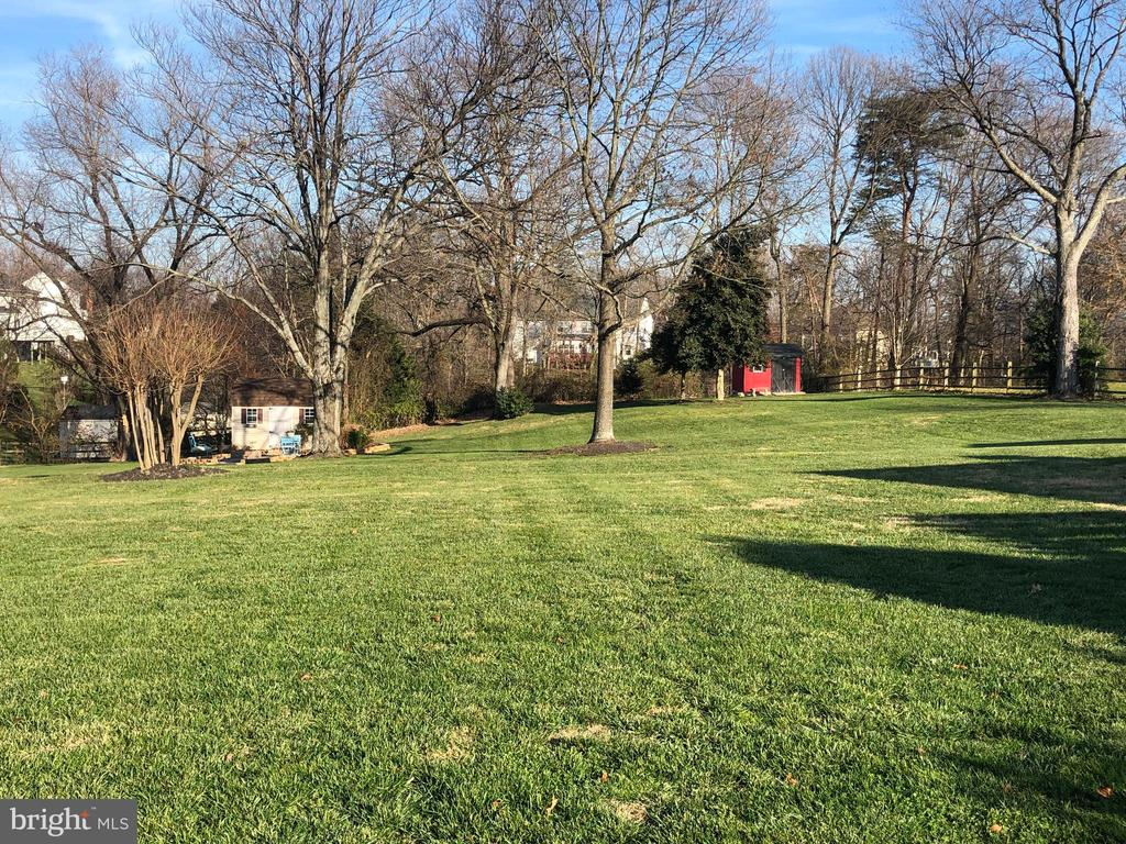 Perfectly sited on 1.22 acres - No HOA! - 9401 OX RD, LORTON