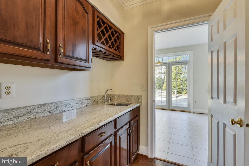 Bulter's pantry / Wet Bar - 514 MEADE DR SW, LEESBURG
