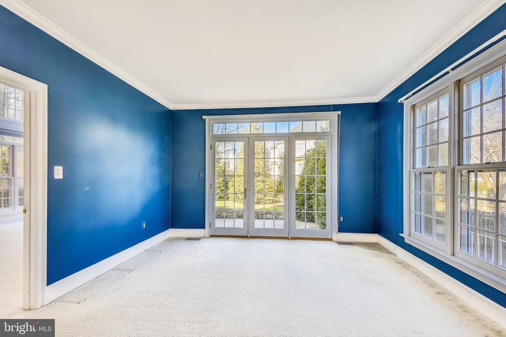 Large Study w/ French doors that lead to patio - 514 MEADE DR SW, LEESBURG
