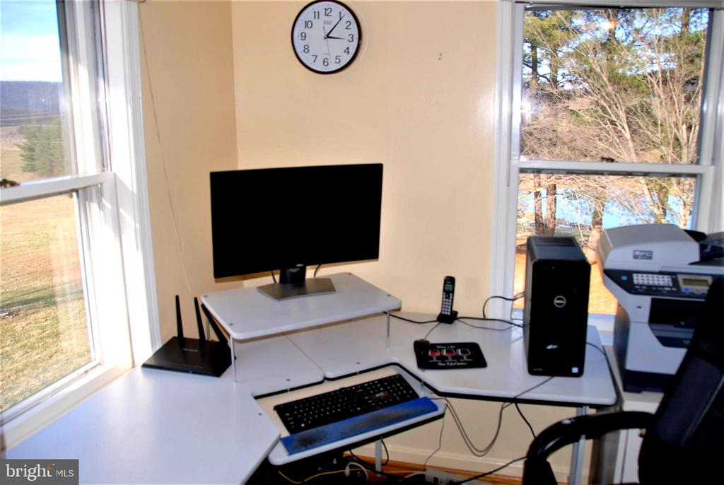 Bedroom 5 doubles as an Office - 12138 HARPERS FERRY RD, PURCELLVILLE
