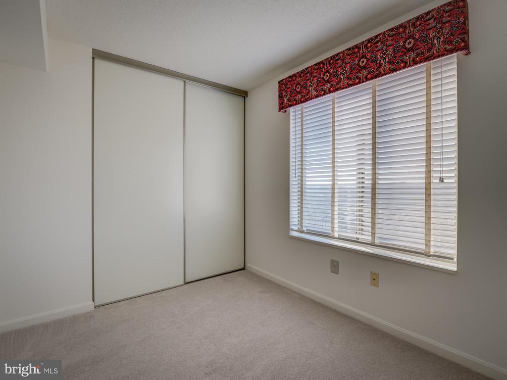 Large closet space - 19385 CYPRESS RIDGE TER #1103, LEESBURG