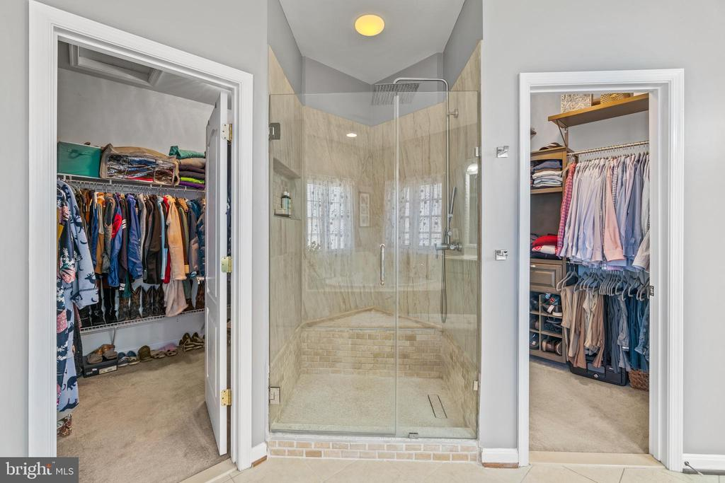 Awesome tiled shower between (2) Walk-in Closets - 11924 RICKETTS BATTERY DR, BRISTOW