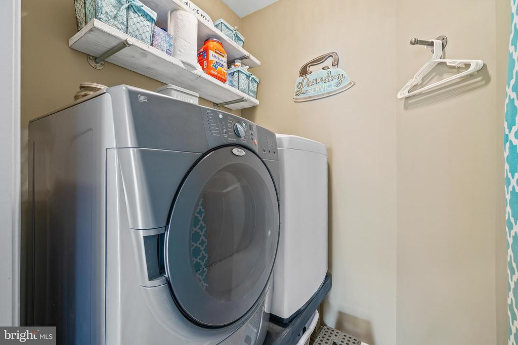 Laundry on Bedroom Floor - 11924 RICKETTS BATTERY DR, BRISTOW