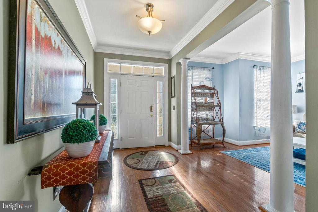 Foyer leads to Open Floor Plan - 11924 RICKETTS BATTERY DR, BRISTOW