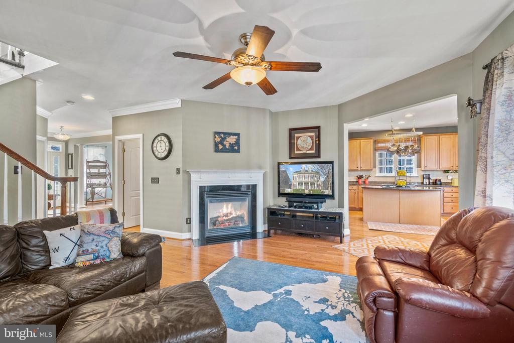 Family Room off Kitchen - 11924 RICKETTS BATTERY DR, BRISTOW