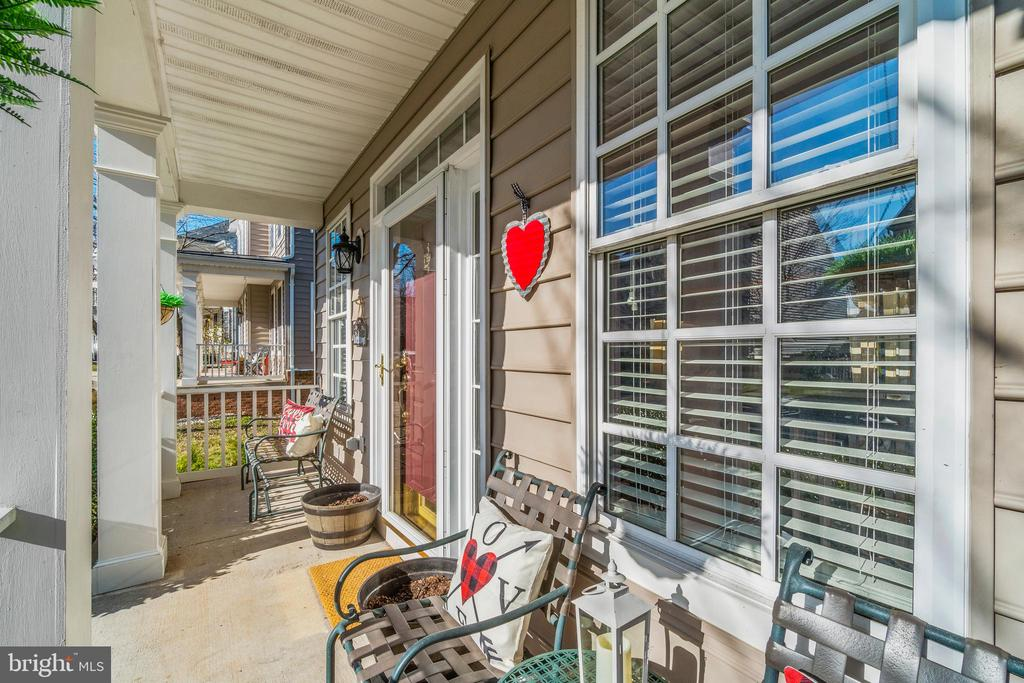 Spacious Front Porch - 11924 RICKETTS BATTERY DR, BRISTOW