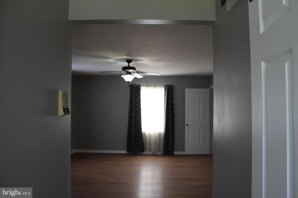Large Master Bedroom - 8320 MORNINGSIDE DR, MANASSAS