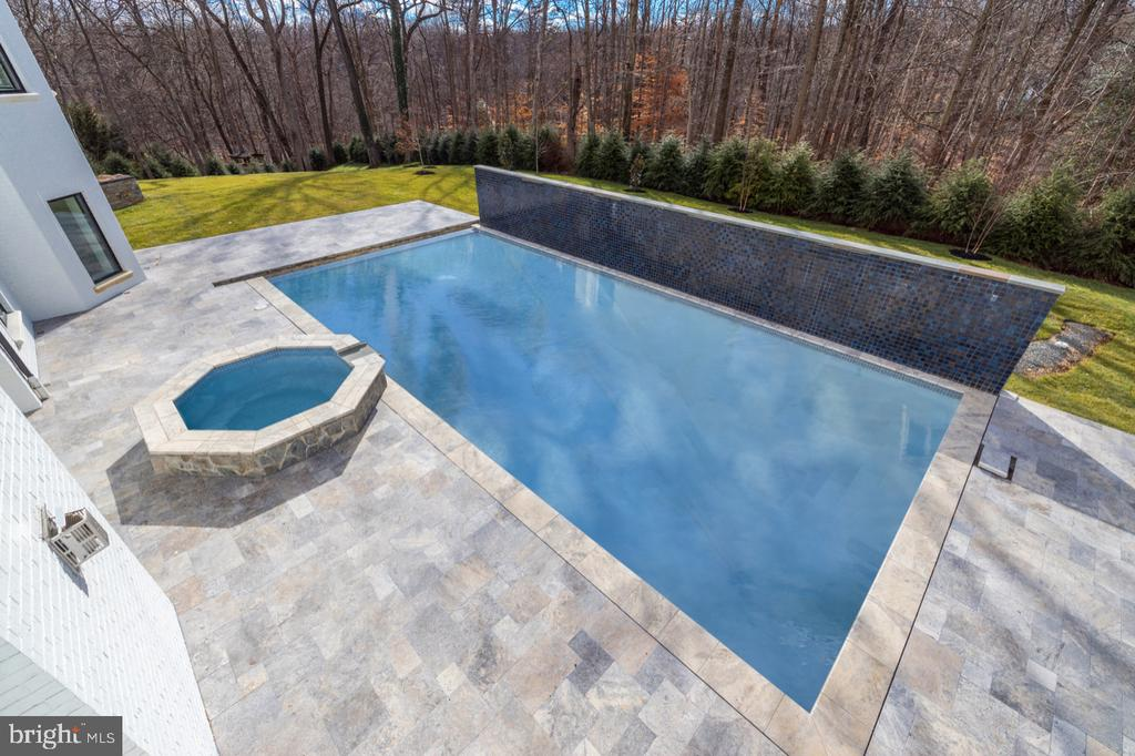 Pool and Hot Tub - 1332 MCCAY LN, MCLEAN