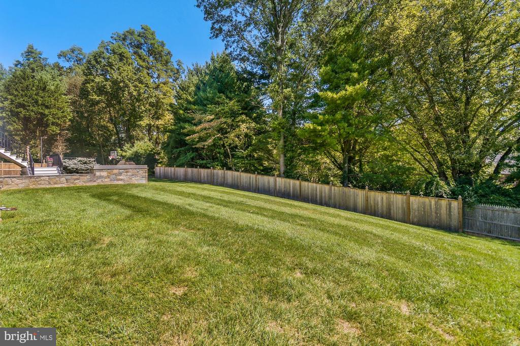 Home sits on .67acres - 1901 ALLANWOOD PL, SILVER SPRING
