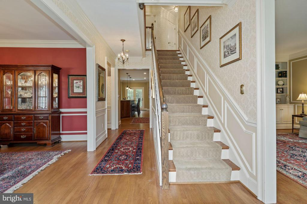 Details: Hdwd floors thruout main & UL - 1901 ALLANWOOD PL, SILVER SPRING