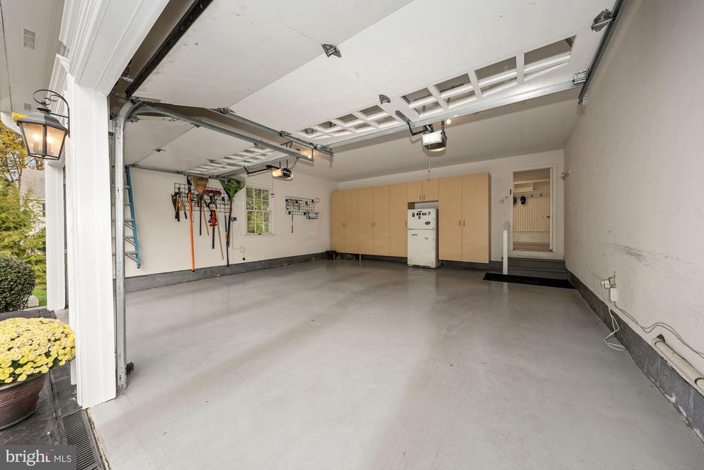 Deep 2 car garage w/cabinetry (frig conveys) - 1901 ALLANWOOD PL, SILVER SPRING