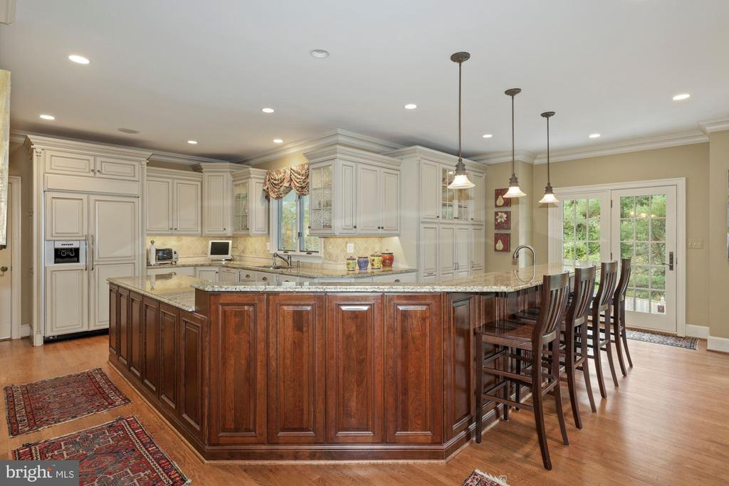 Kitchen is truly the gathering place! - 1901 ALLANWOOD PL, SILVER SPRING