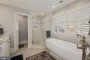 Stand alone soaking tub; plantation shutters - 1901 ALLANWOOD PL, SILVER SPRING