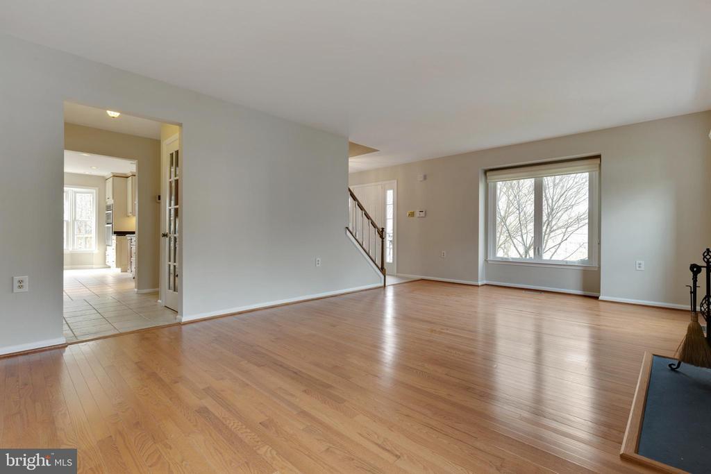 Hardwood Floors and Fresh Paint - 11710 COLLINGWOOD CT, WOODBRIDGE