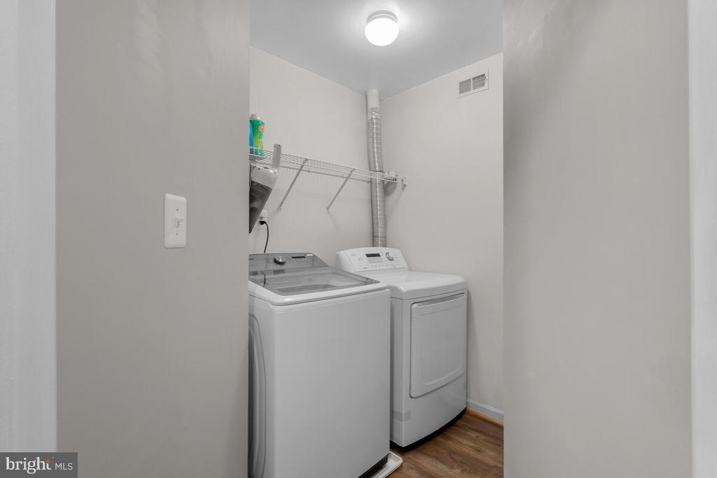 WASHER AND DRYER(2ND FLOOR) - 25487 FLYNN LN, CHANTILLY