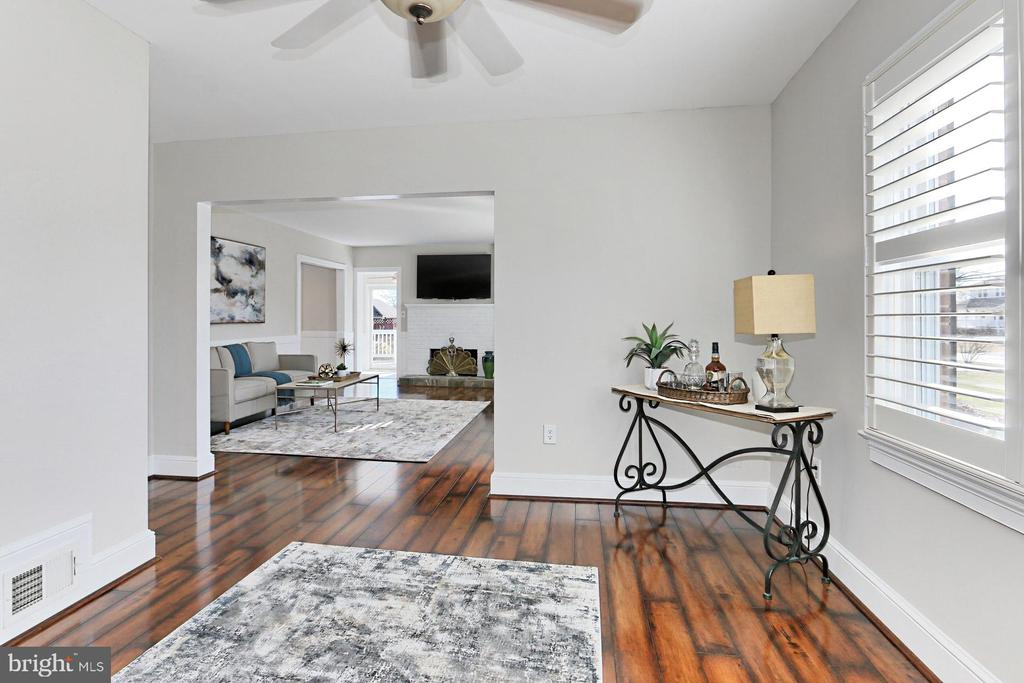 Den can be converted back into a bedroom - 9401 OX RD, LORTON