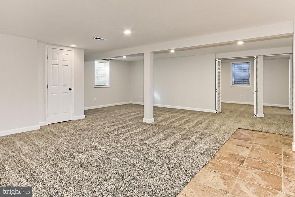 Rec room with plenty of entertaining space! - 9401 OX RD, LORTON