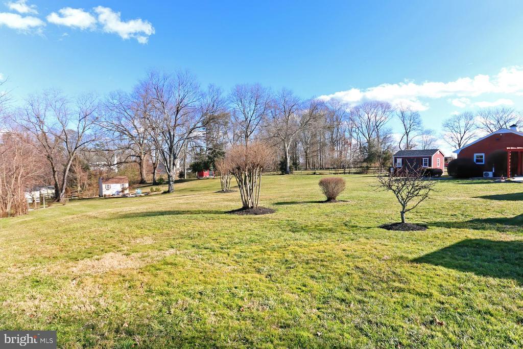 Flat, private backyard is perfect fun & games! - 9401 OX RD, LORTON