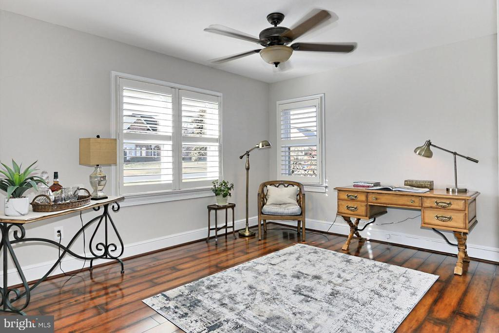 Den with ceiling fan and closet - 9401 OX RD, LORTON