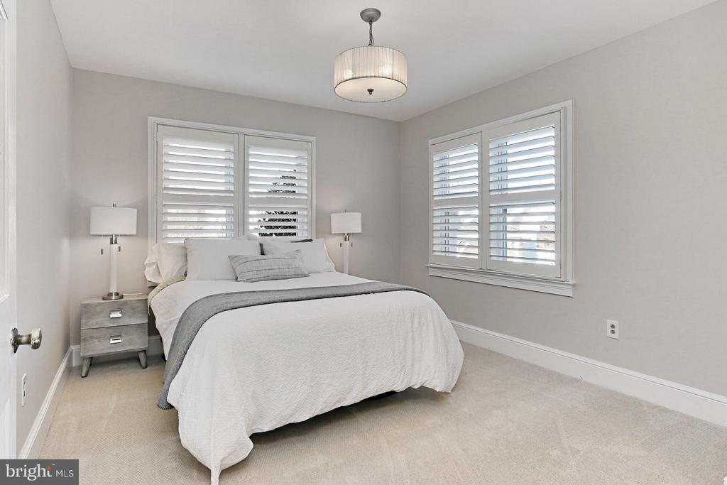 Main BR w/ new carpet! Beautiful shutters! - 9401 OX RD, LORTON