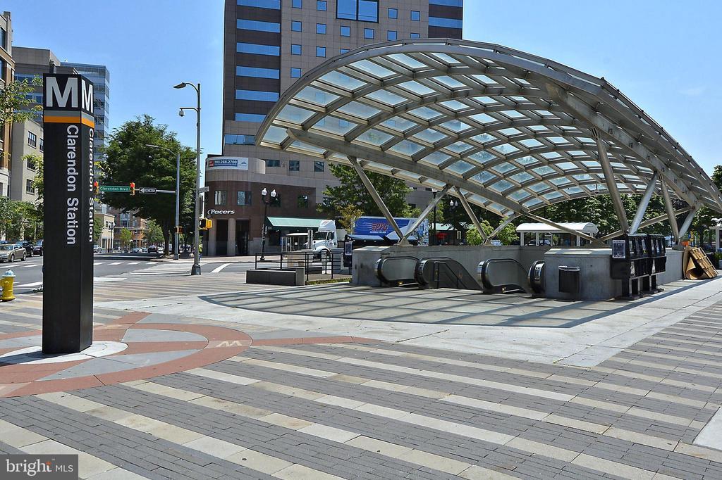 Clarendon Metro stop also a short walk - 2100 LEE HWY #344, ARLINGTON