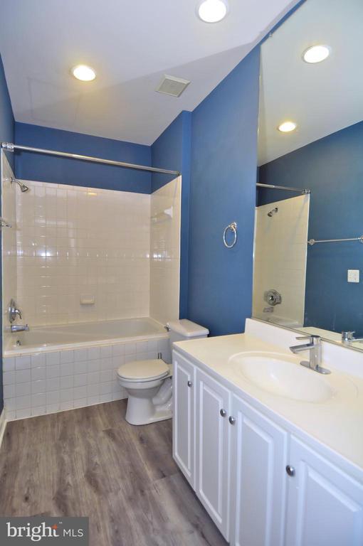 NEW luxury flooring in oversized bathroom - 2310 14TH ST N #205, ARLINGTON