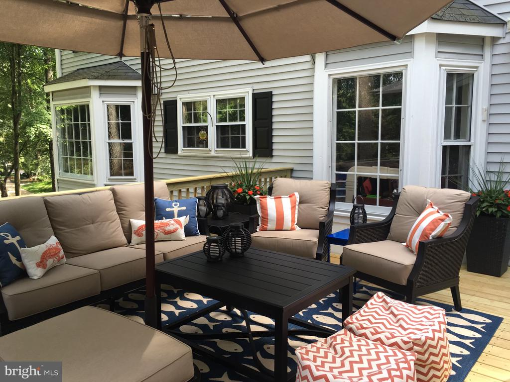 Outdoor Entertaining at its BEST! - 11588 LAKE NEWPORT RD, RESTON