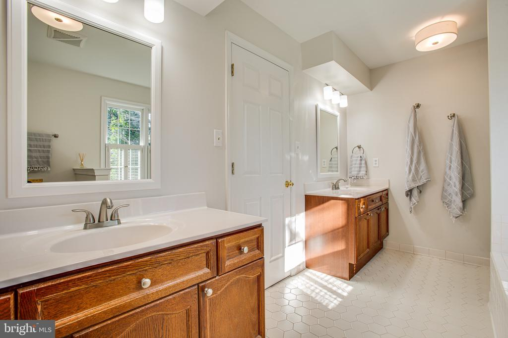Owner bathroom - 6102 NEW PEMBROOK LN, FREDERICKSBURG