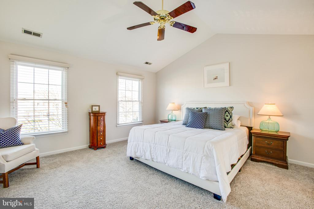 Owner bedroom offers cathedral ceilings - 6102 NEW PEMBROOK LN, FREDERICKSBURG