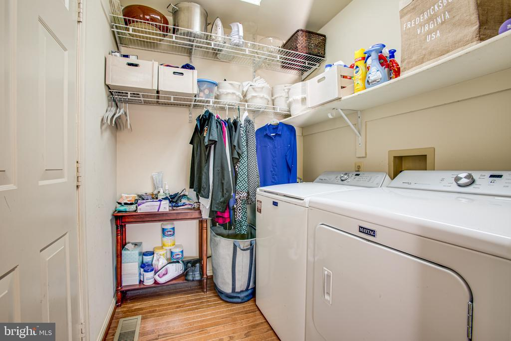 Laundry Room and utility sink off kitchen - 6102 NEW PEMBROOK LN, FREDERICKSBURG