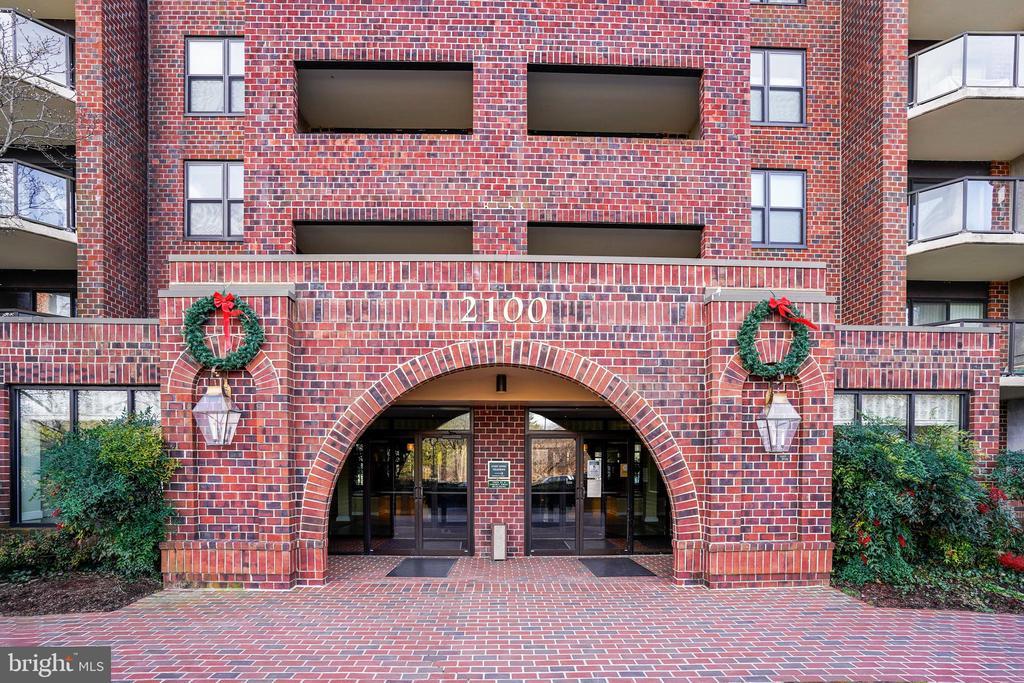 Entrance to main lobby - 2100 LEE HWY #344, ARLINGTON