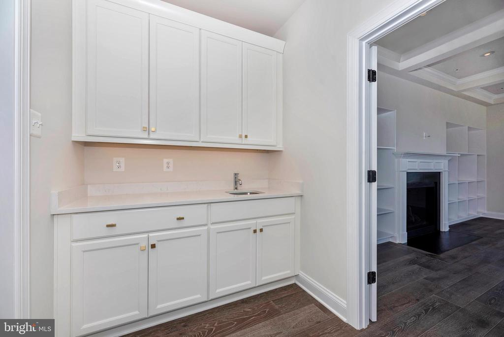 First Floor optional Butlers Pantry - 6626 ACCIPITER DR, NEW MARKET