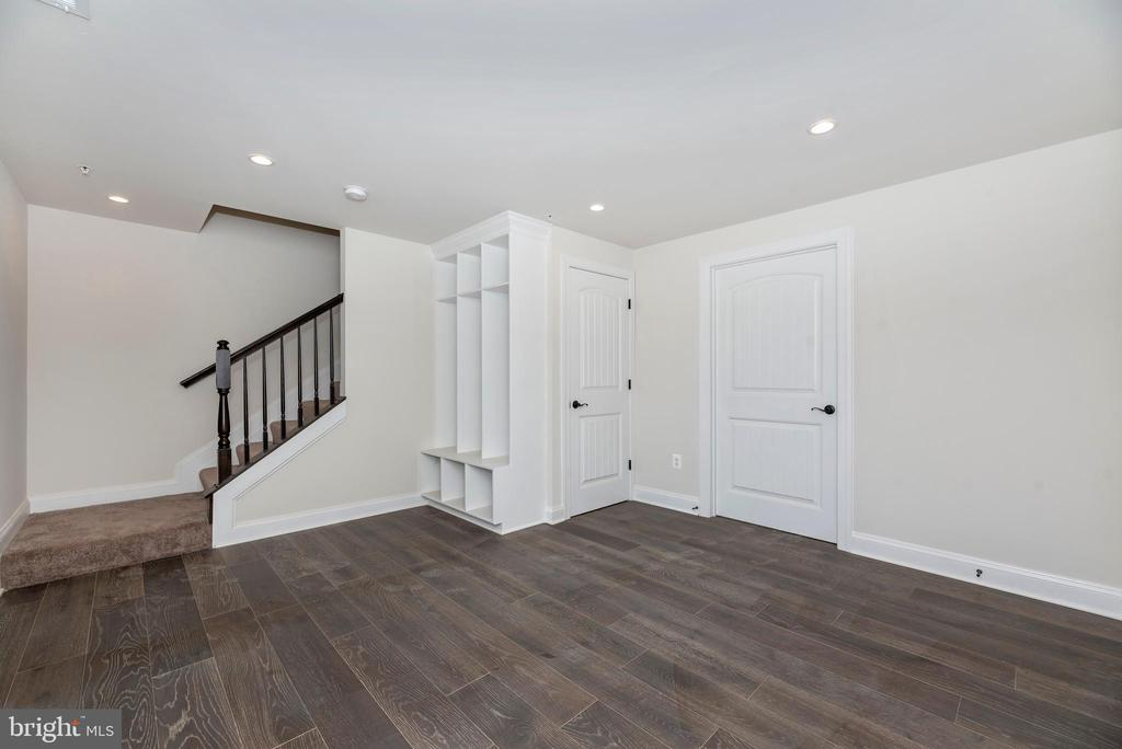 Lower Level Entry/ Mudroom w/ optional Built-Ins - 6626 ACCIPITER DR, NEW MARKET