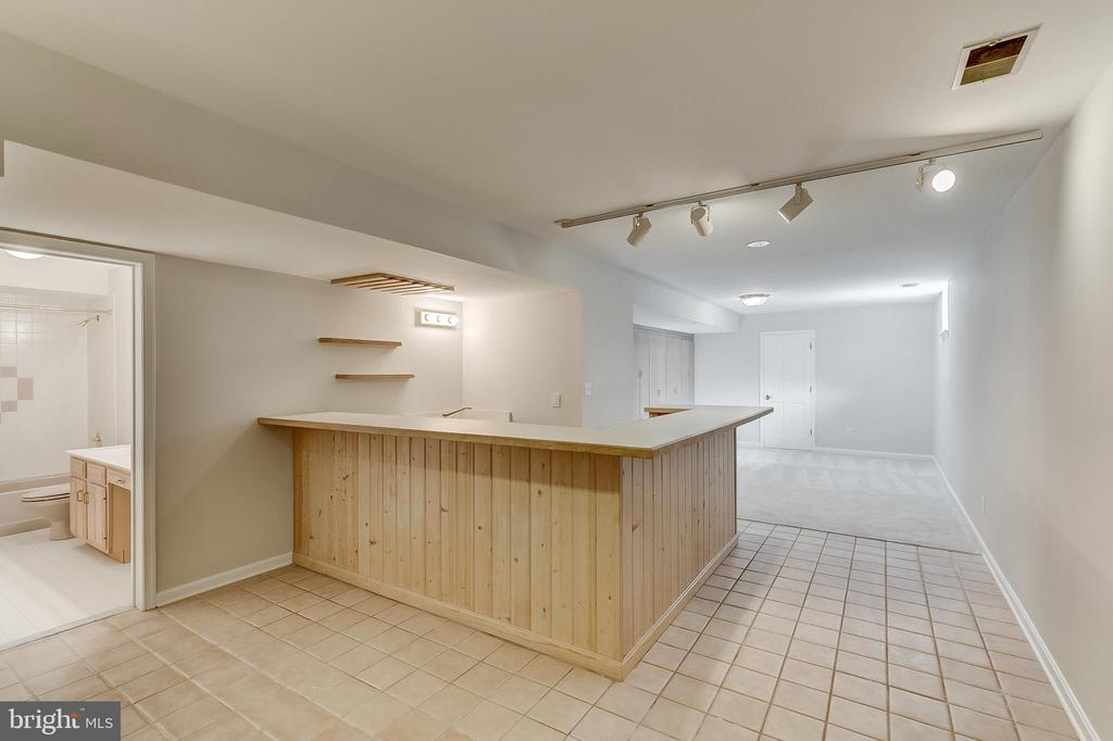 Wet Bar - 6125 WOODED RUN DR, COLUMBIA