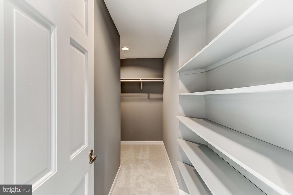 Walk In Closet - 6125 WOODED RUN DR, COLUMBIA