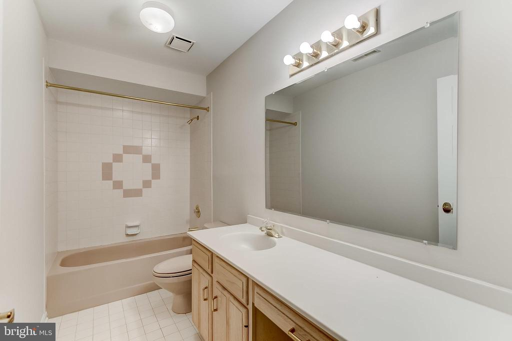 Bathroom - 6125 WOODED RUN DR, COLUMBIA