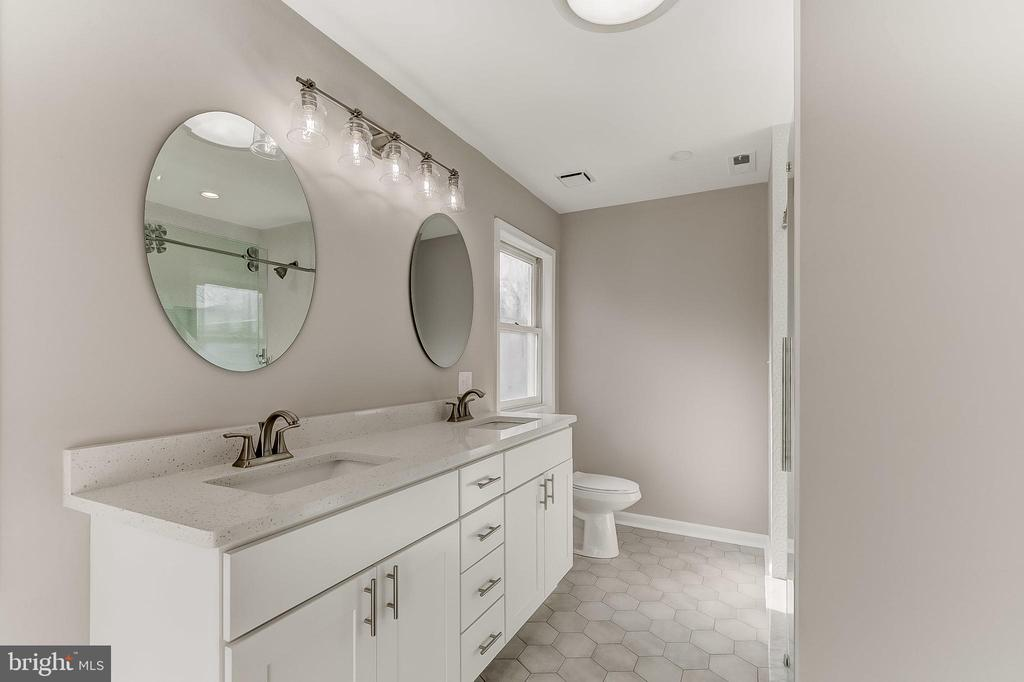 Primary Bathroom - 6125 WOODED RUN DR, COLUMBIA
