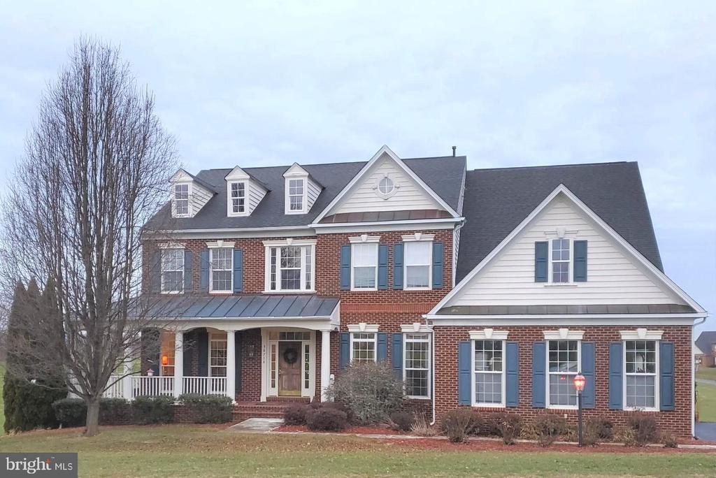 Great Colonial with Wrap Around Porch! - 38716 BETTIS DR, HAMILTON