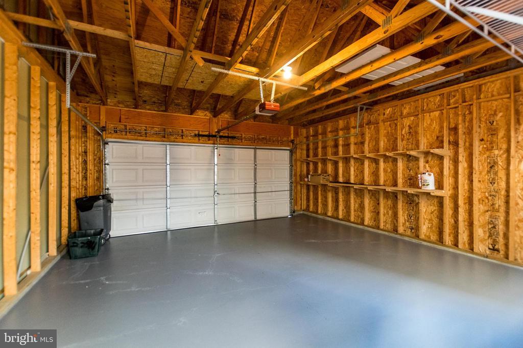 Spacious 2 car Garage - 22909 ADELPHI TER, STERLING